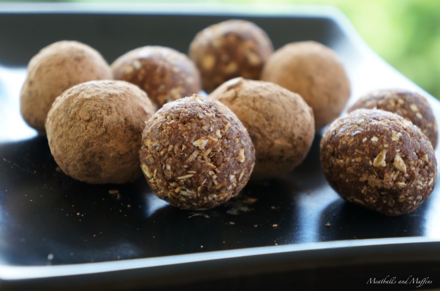Nutfree Bliss Balls - Dates and Cocoa